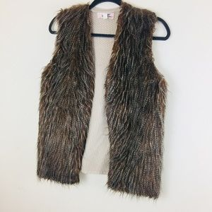 EUC Pink Republic Faux. Fur vest. Camel . Sz L.